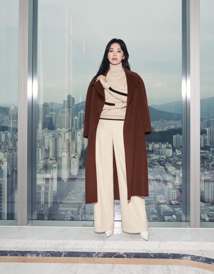 Song Hye Kyo diện váy áo đơn sắc - 2