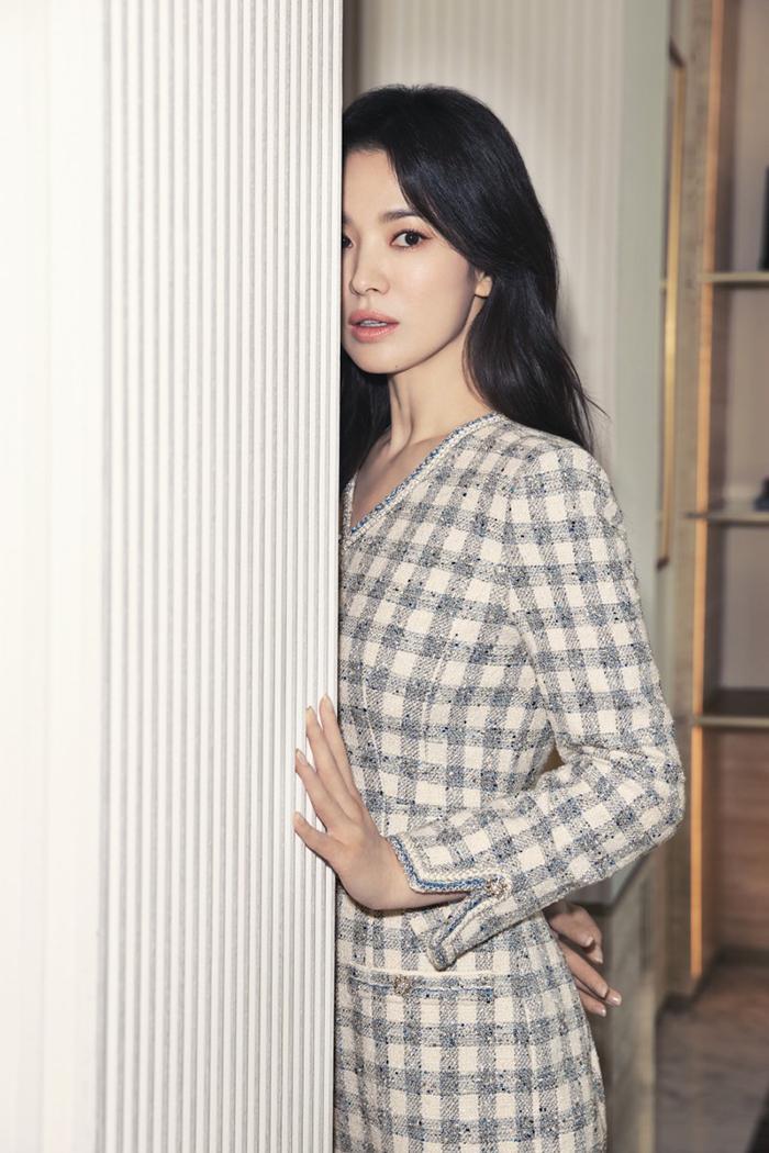 Song Hye Kyo diện váy áo đơn sắc - 7