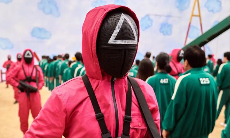 Ban tổ chức sẽ mặc trang phục màu hồng giống lính gác trong phim. Ảnh: Netflix