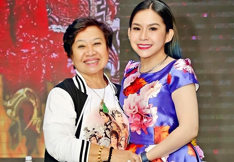 Nghệ sĩ Bạch Mai - mẹ Bình Tinh - dìu dắt chị từ những ngày đầu vào nghề. Ảnh: Facebook Bình Tinh