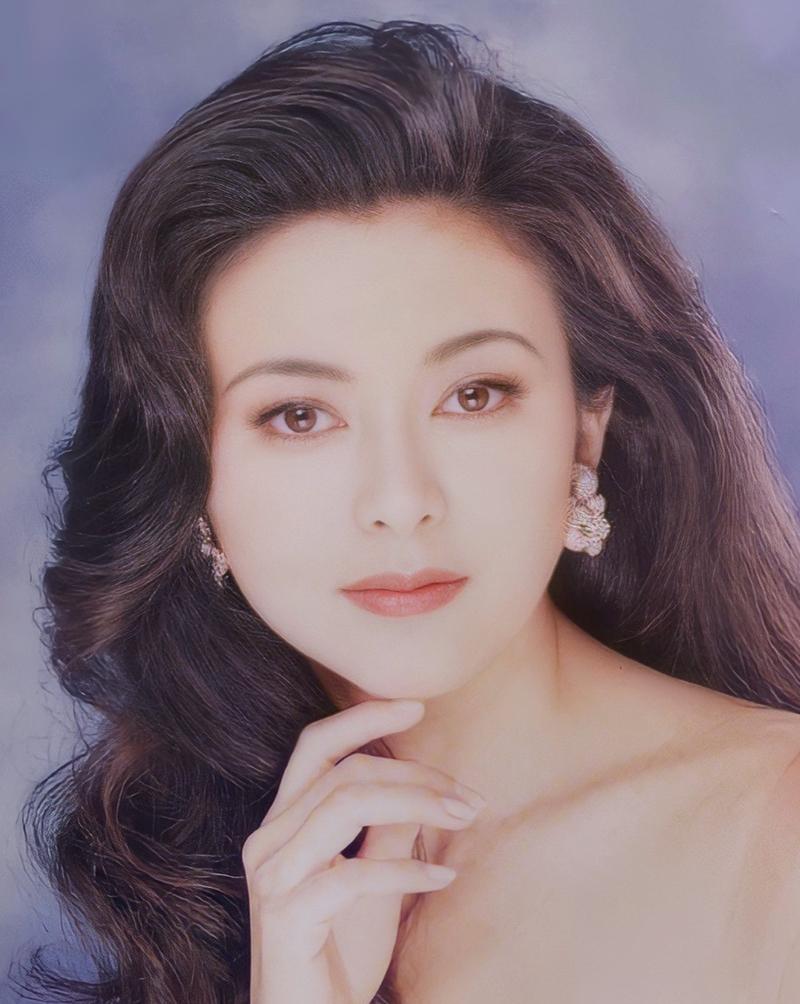 Chi Lâm trên bìa tạp chí năm 1993.