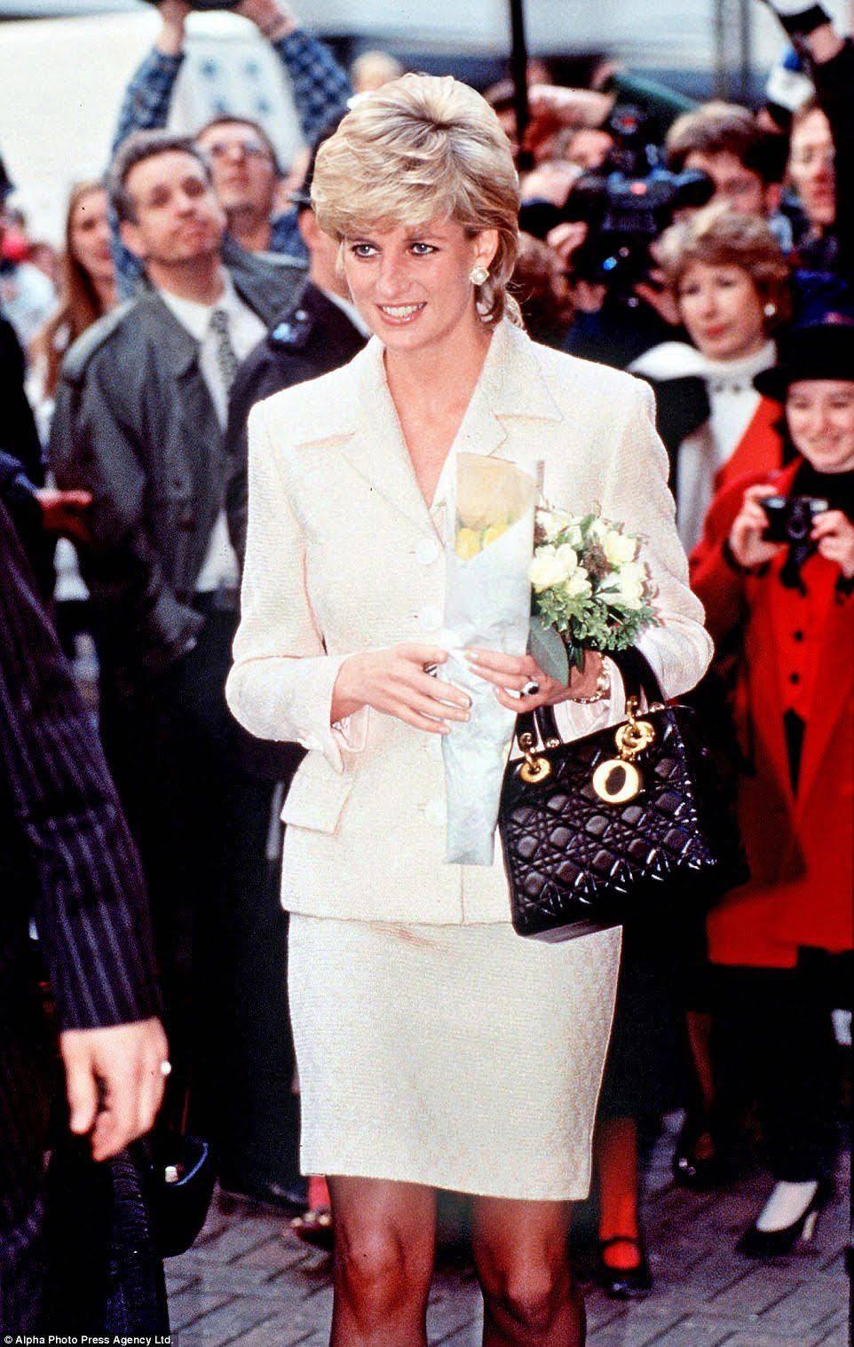 Công nương Diana thường xuyên xách túi Lady Dior. Ảnh: Alpha Photo Press Agency Ltd