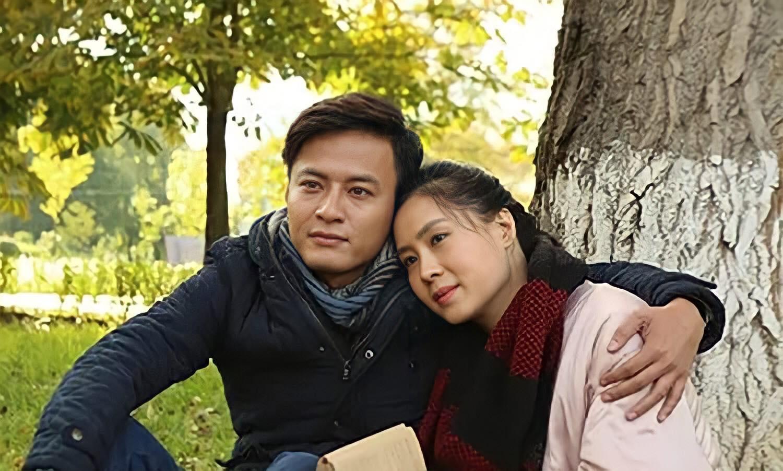 Hồng Đăng (vai Minh) và Hồng Diễm (vai Phương) trong phim Mátxcơva - Mùa thay lá. Ảnh: VFC