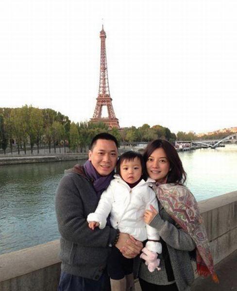 Triệu Vy, Huỳnh Hữu Long kết hôn năm 2009, con gái họ năm nay 11 tuổi. Ảnh: Sina