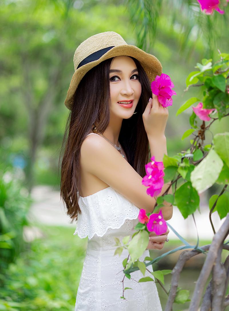 Sắc vóc Ôn Bích Hà tuổi 55. Ảnh: Weibo/Irene Wan