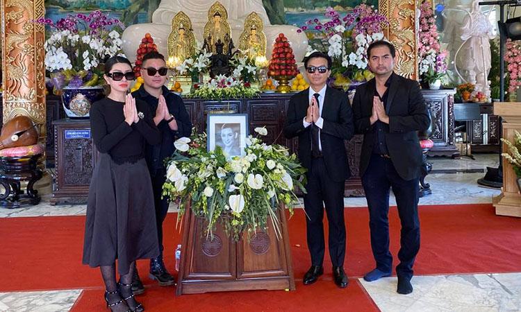 Từ trái sang: ca sĩ Nguyễn Hồng Nhung, Tân Hy Khánh, Mạnh Quỳnh, diễn viên Đức Tiến.