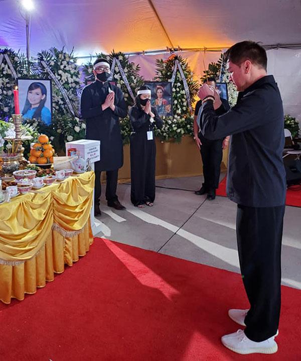 Diễn viên Quang Minh nói: Hôm nay anh đến đưa tiễn em lần cuối. Em ra đi thanh thản, sớm về với cõi Phật.