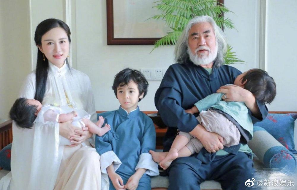 Trương Kỷ Trung, Đỗ Tinh Lâm kết hôn năm 2017, con trai đầu lòng chào đời cùng năm, bé gái sinh năm 2000. Trước đó, Đỗ Tinh Lâm có con trai với tình cũ. Ảnh: Sina